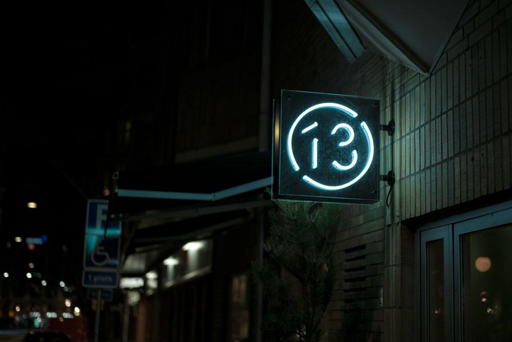 Bord13_Signage-dark_2