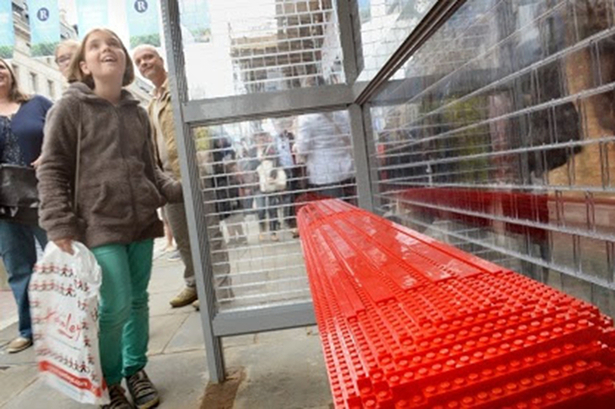 https://assets.econsultancy.com/images/resized/0004/9443/lego_bus_stop-blog-full.jpg