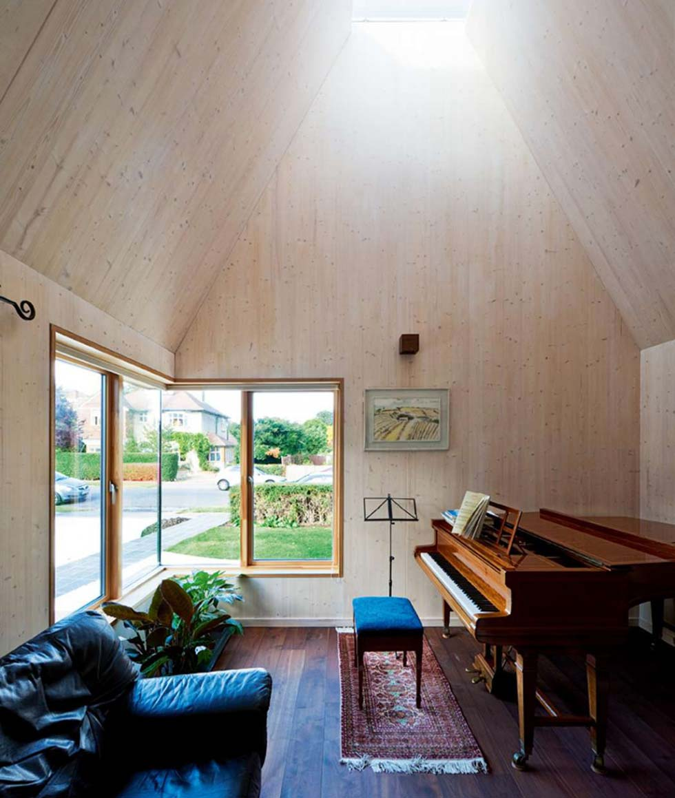 The study's pyramidal shape allows light to percolate from above, storing heat in the huge mass of the concrete subfloor