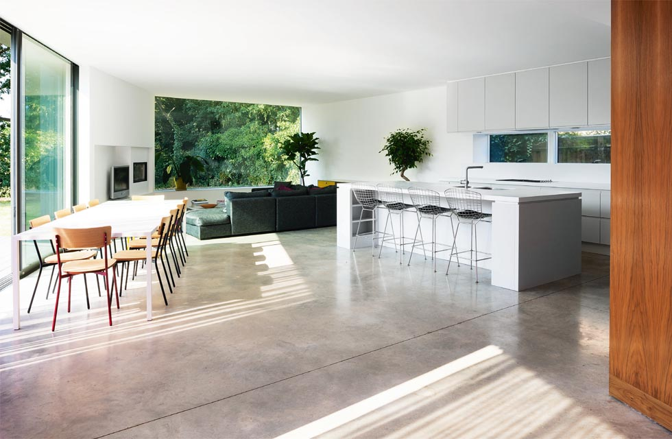 Plot The open plan living/dining/ kitchen space enjoys the best of the garden views thanks to a large picture window and a 6.5m expanse of sliding doors.