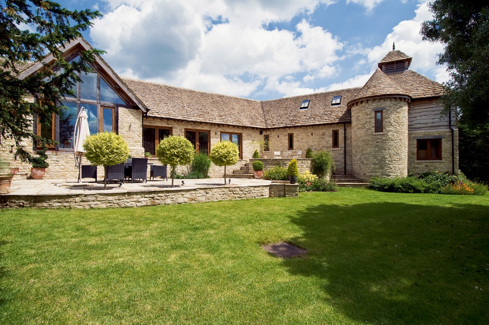Oak frame house by Mathewson Waters Architects