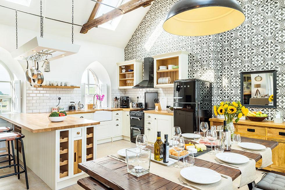 camezind-chapel-conversion-detailed-kitchen-diner