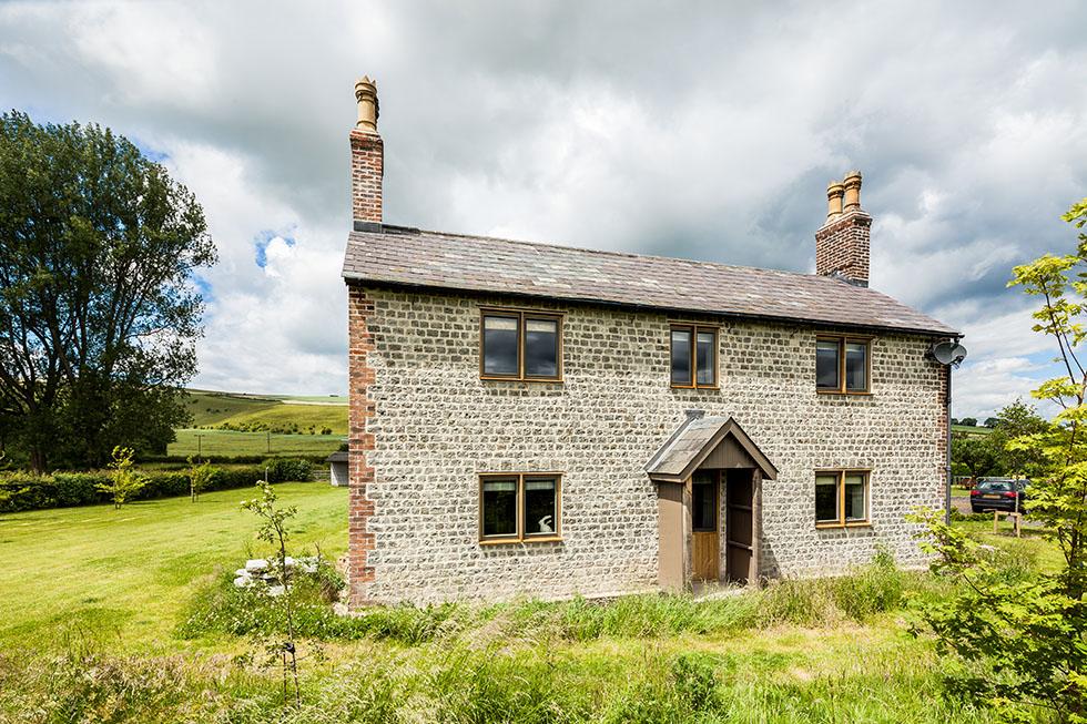 thompson-cottage-front-exterior