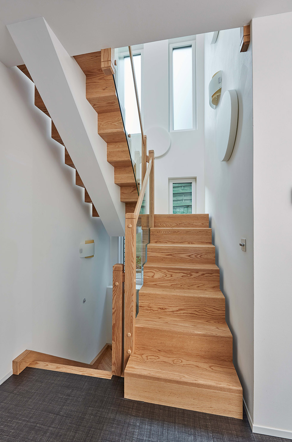 wooden-solid-stairs-in-modern-potton-home