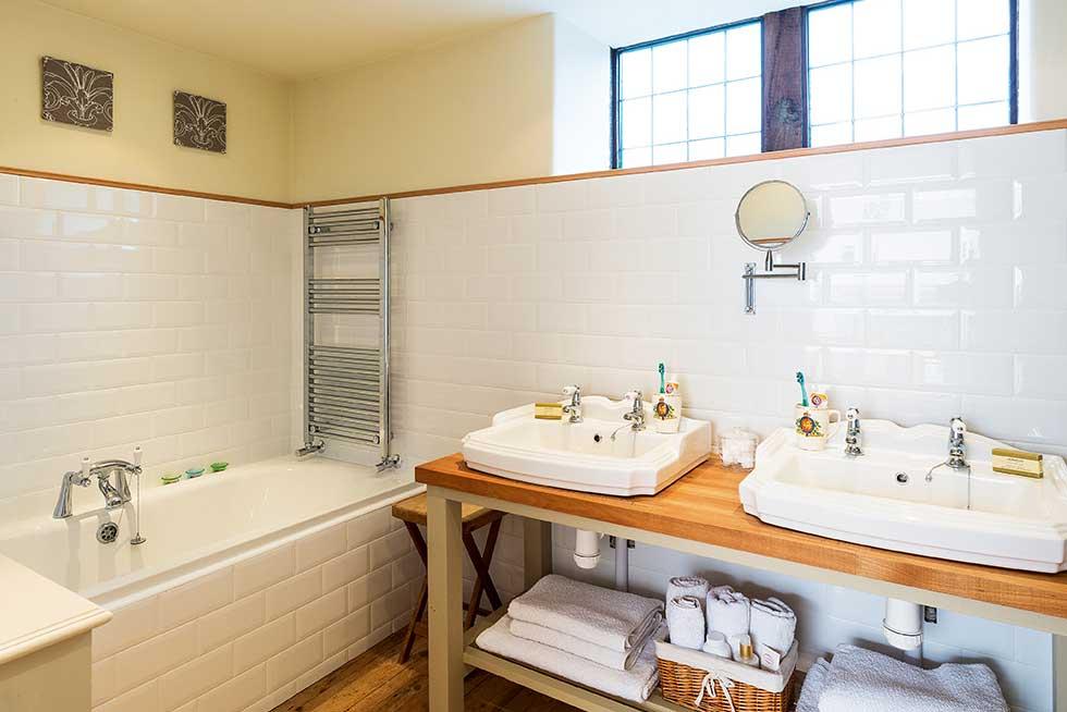 bathroom-swannell-double-sinks