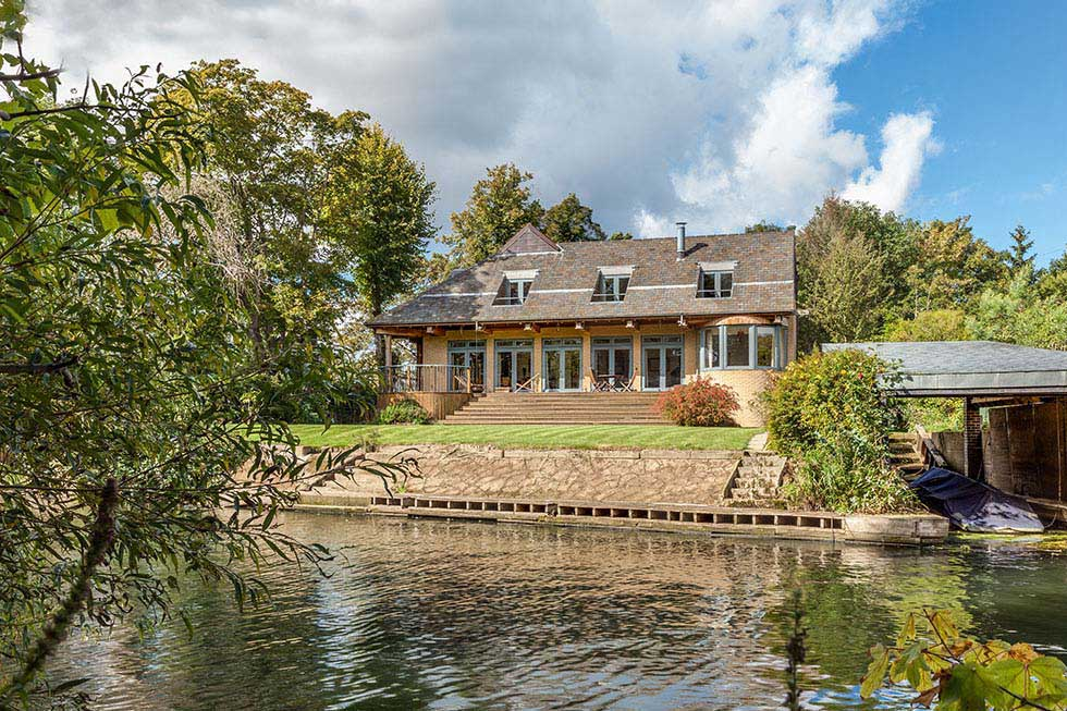 1a1-wallsgrove-house-exterior-lake-edit