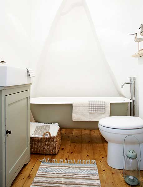freestanding roll top bath painted in Farrow and Balls French Gray in a cottage bathroom