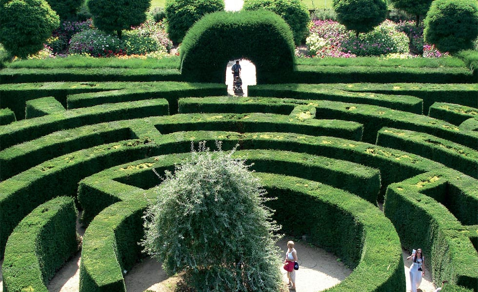 Get lost with great days out at hedge mazes period living for Garden maze designs