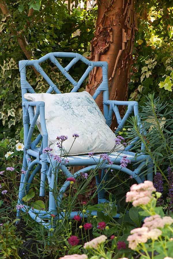 using colour in the garden with annie sloan chalk paint