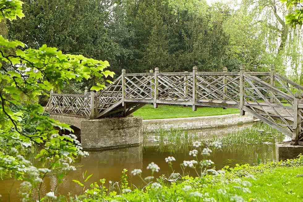 delapidates-chinese-bridge
