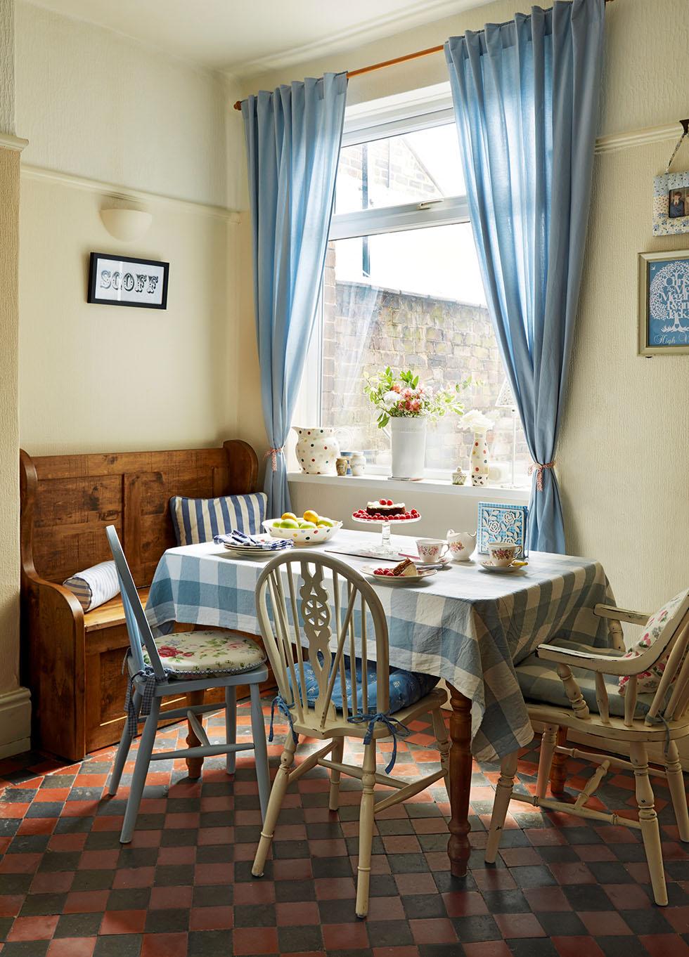 prescott-davies-dining-table