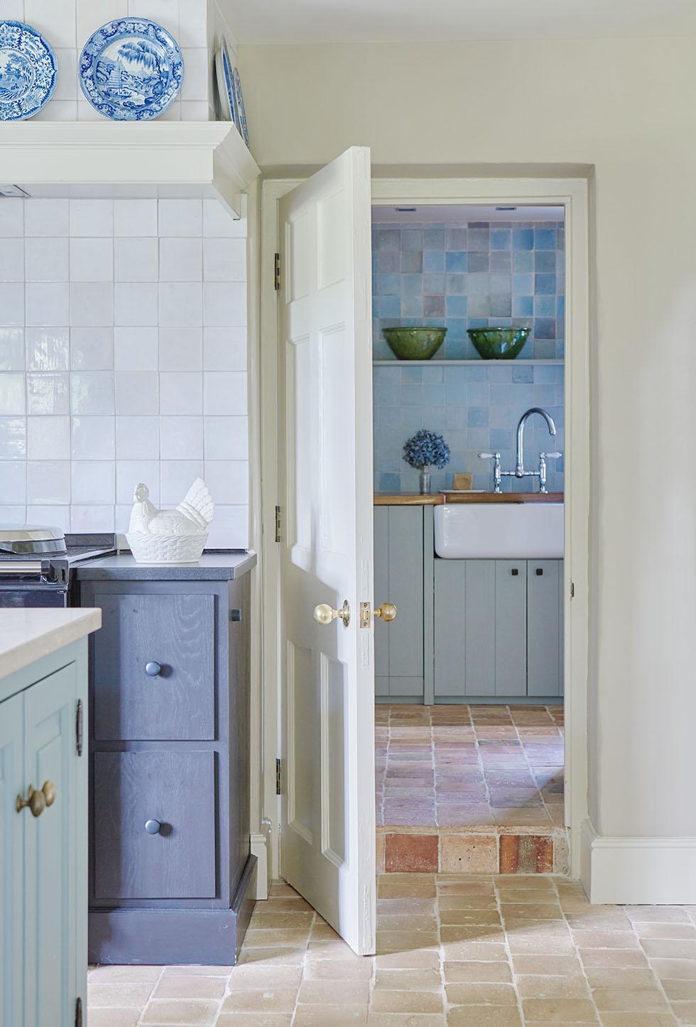 kemink-blue-shaker-kitchen-door