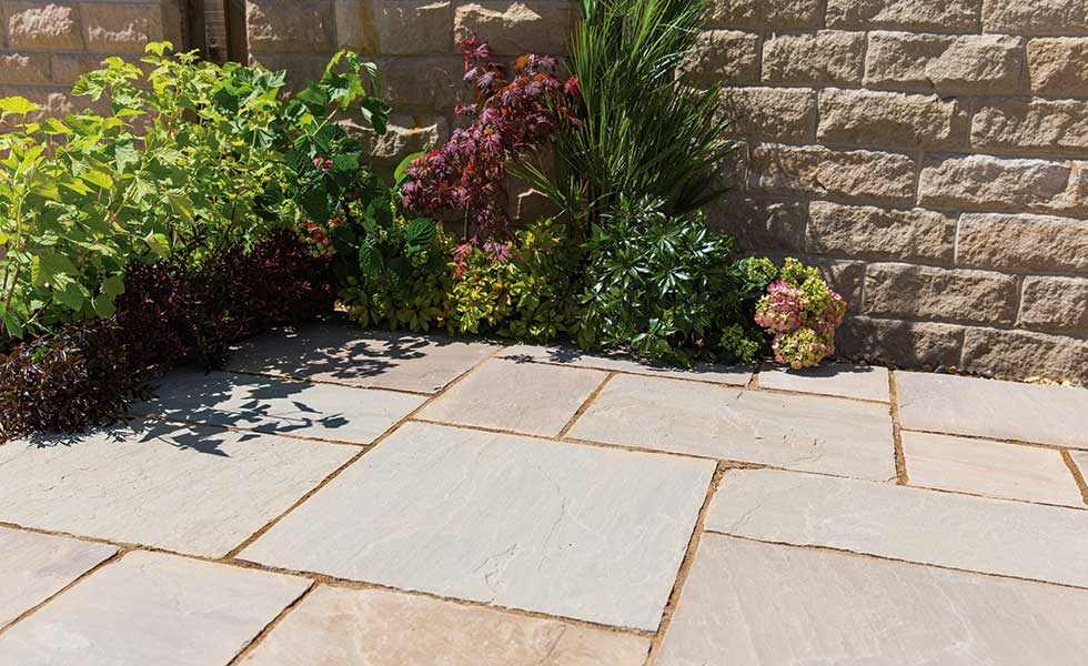 Kelkay Natural Sandstone paving stones in Cornfield