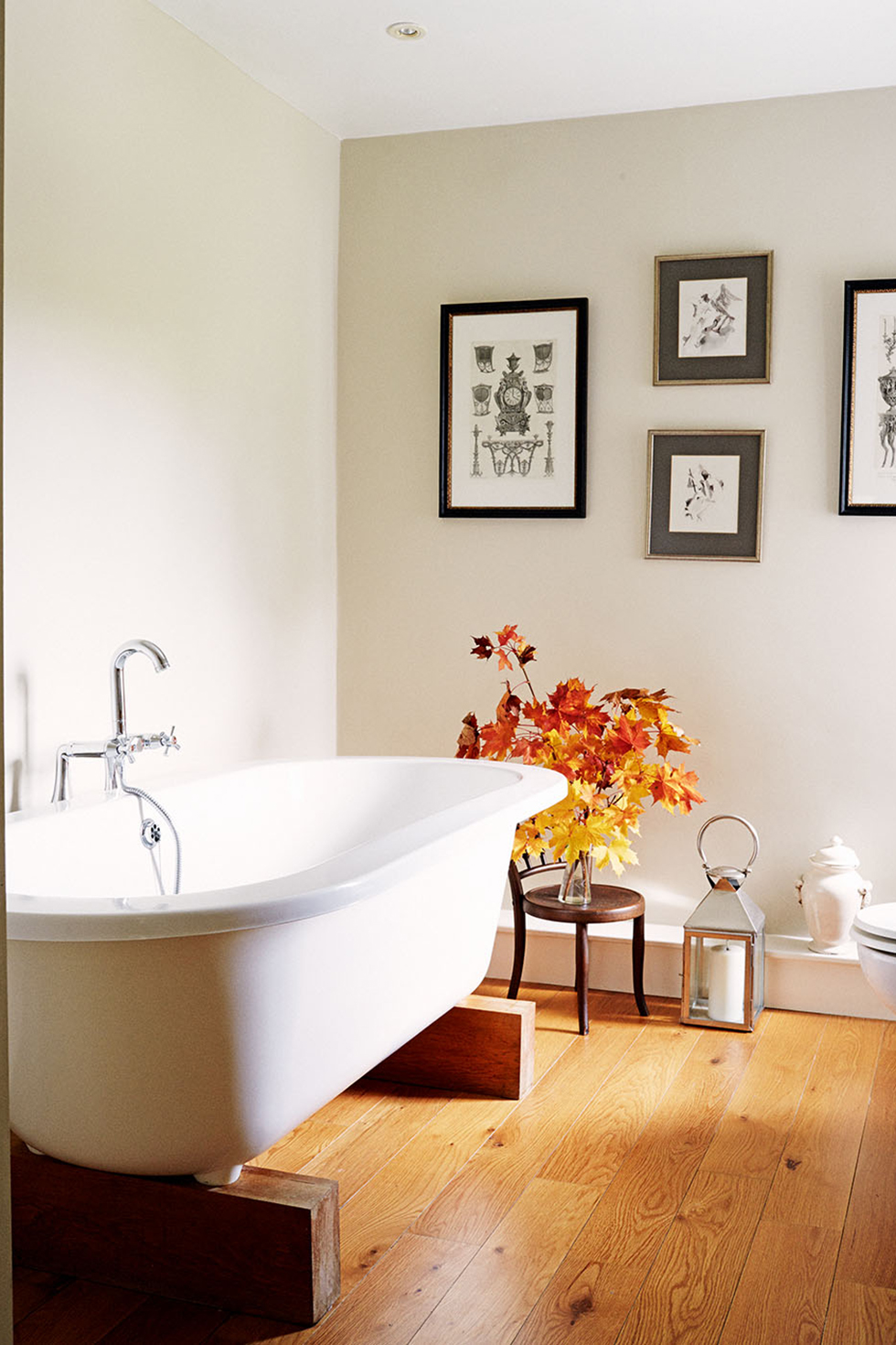 butters-house-bathroom-roll-top-bath
