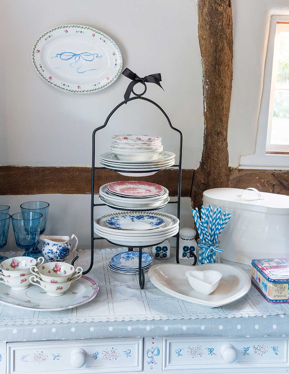 lewis-cottage-dining-plates