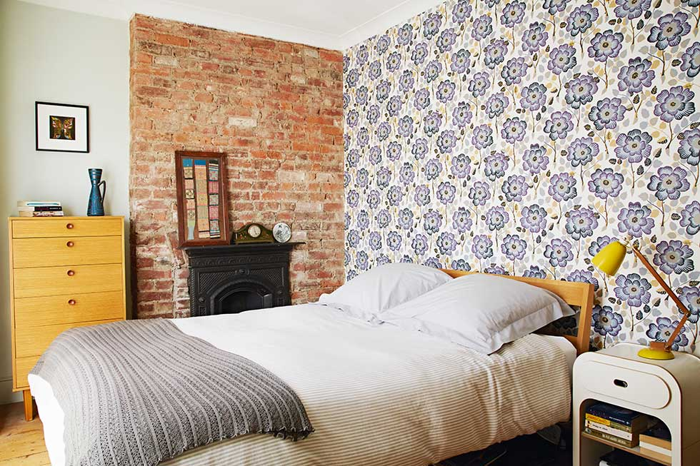 Victorian pattern house bedroom feature wall wallpaper