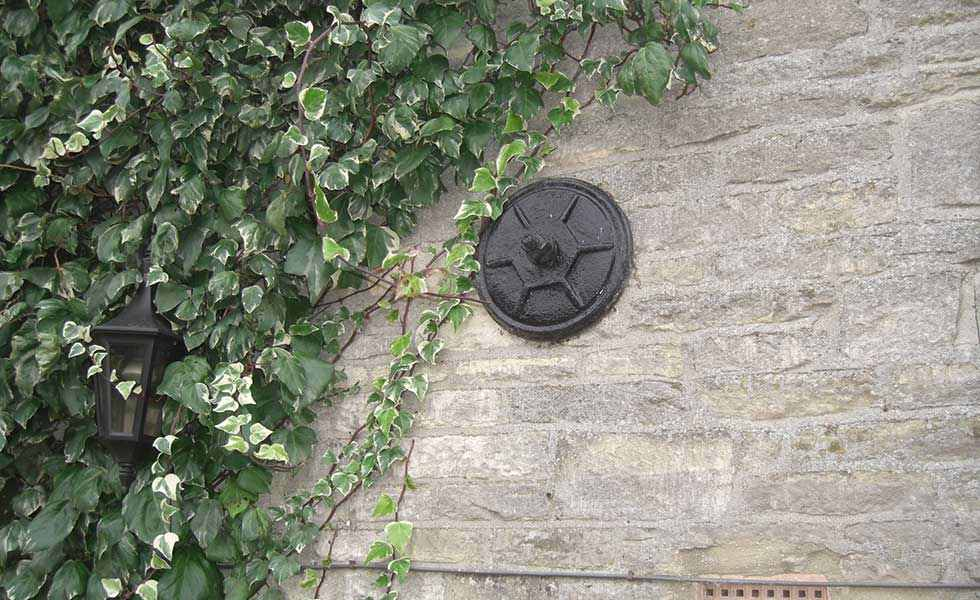 spreader plate on stone wall