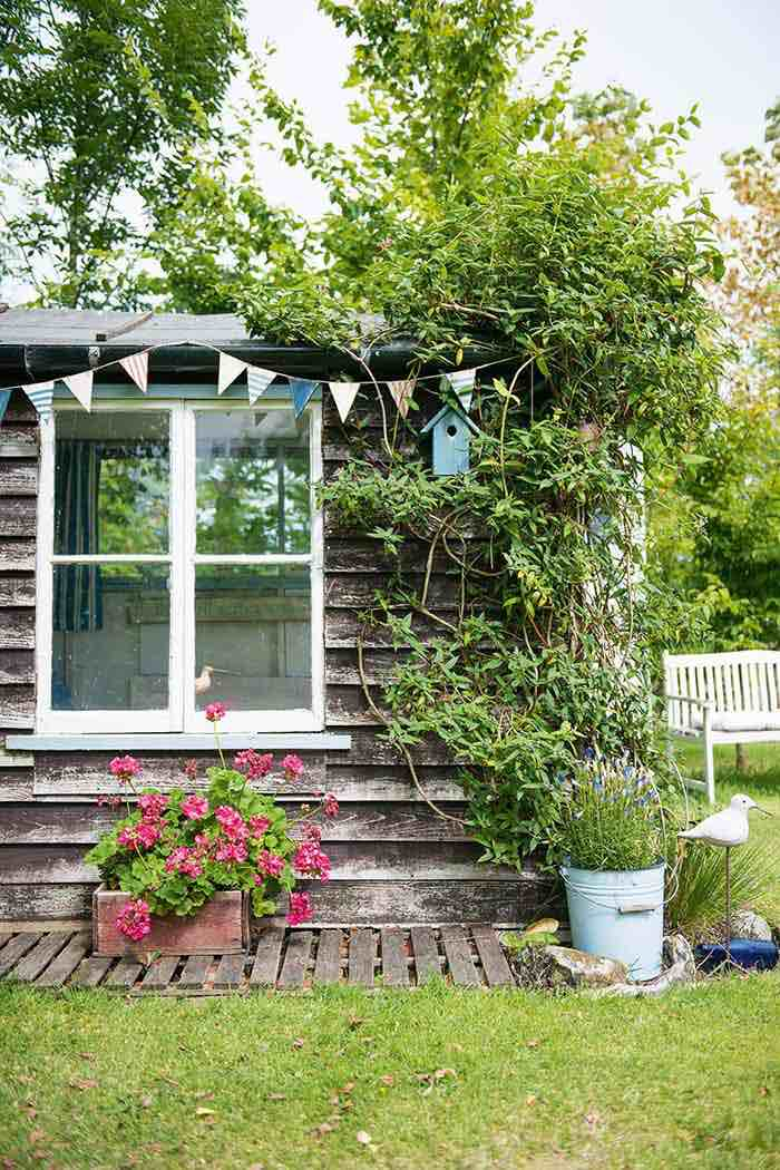 Cabin style garden rooms with bunting