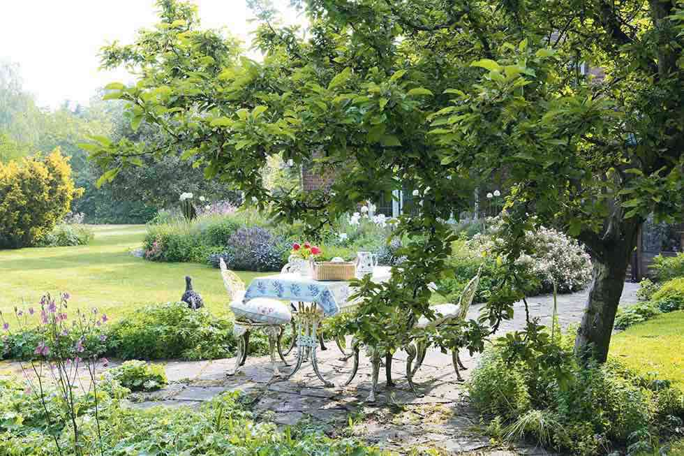 relaxed gardens with vintage appeal