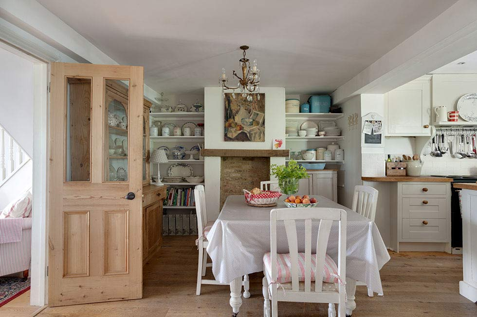 country style dining room with traditional cottage furniture