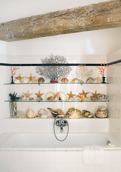 apothecary style bathroom in Amsterdam