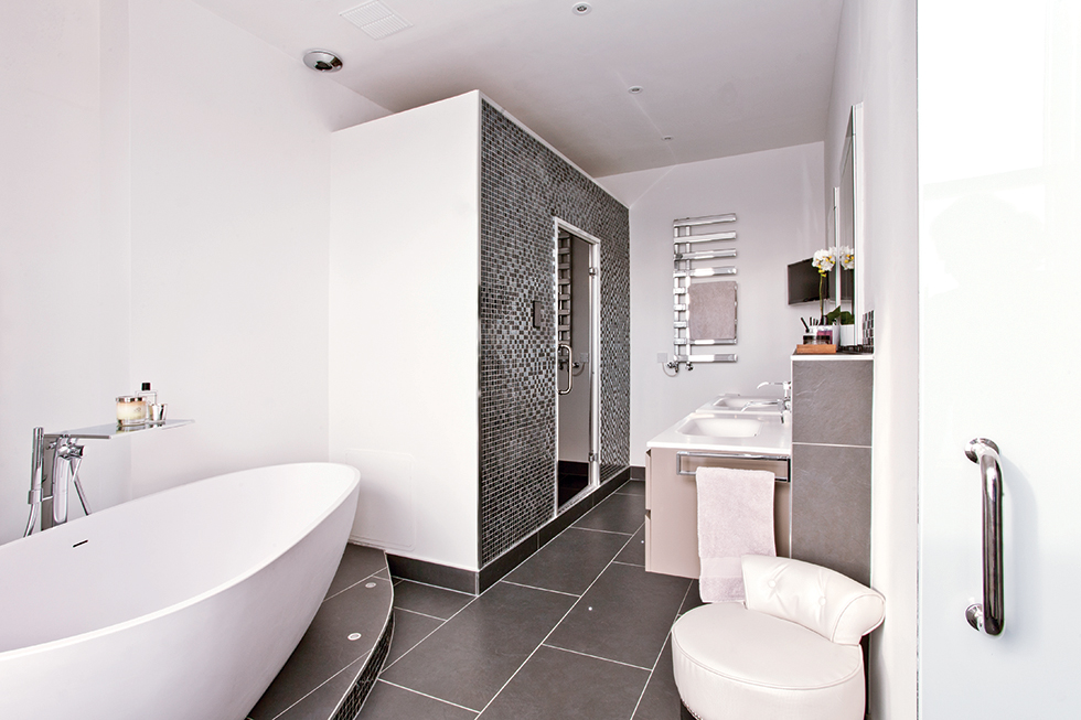 En suite bathrooms gallery real homes for Images of en suite bathrooms