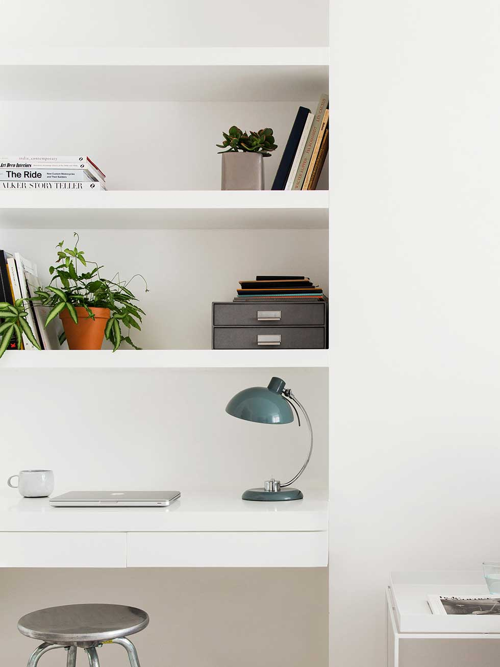 london flat white built in workspace shelves