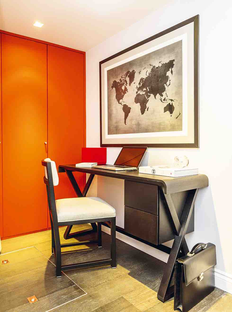 Small london flat home office space
