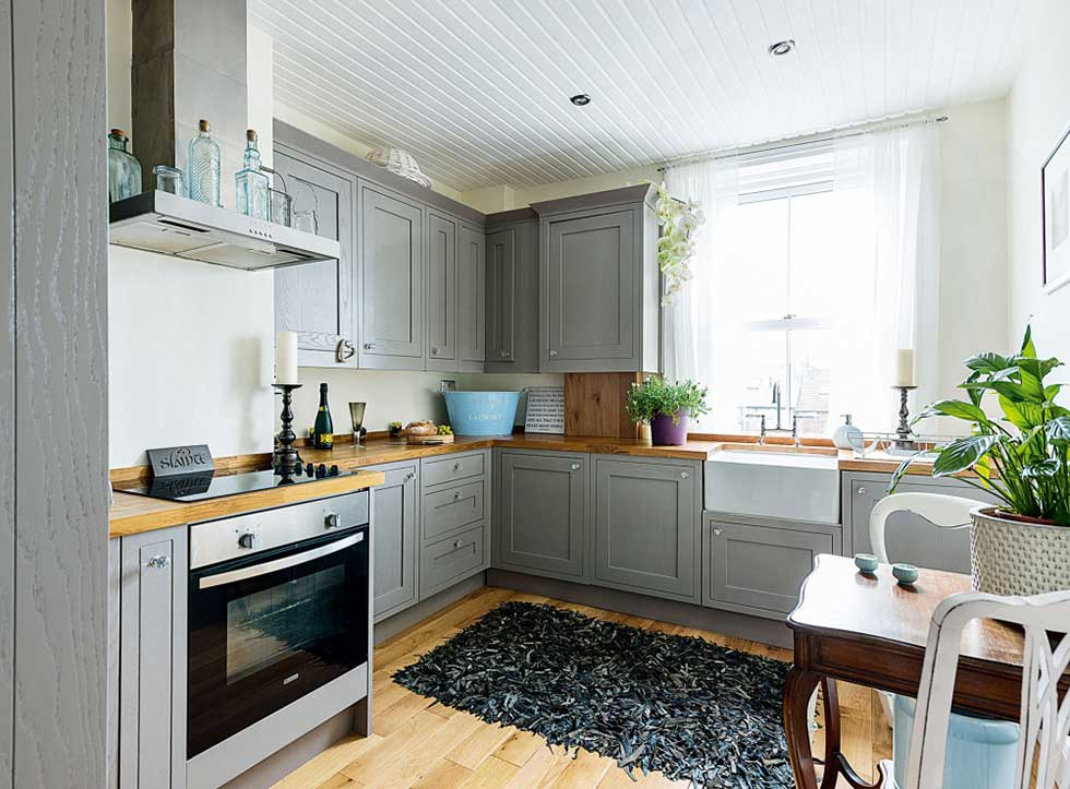 8 modern makeovers of victorian homes real homes for Modern victorian kitchen design
