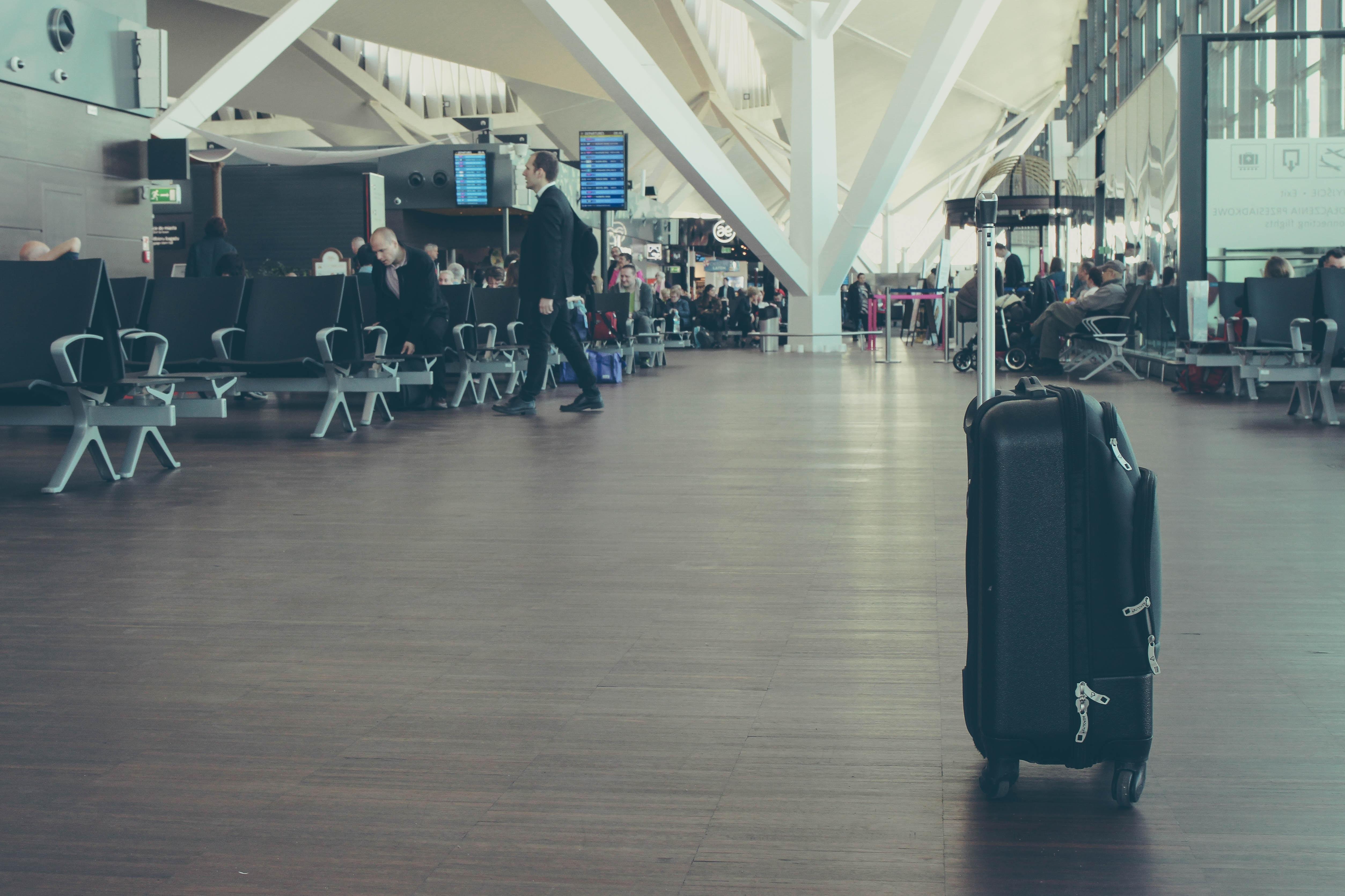 O zavazadla se při přestupech starat nemusíte, měli by doletět až do cílové destinace. Pozor USA jsou výjimka. Tam si své zavazadlo musíte vyzvednout