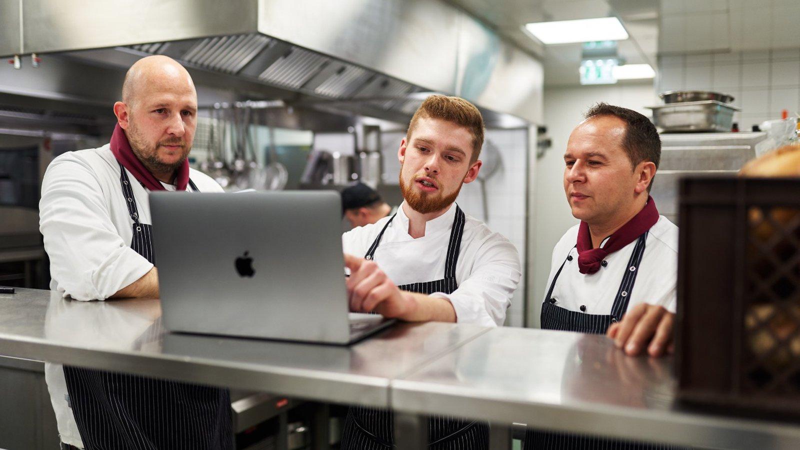 Der Küchenchef denkt vor – der Algorithmus macht den Rest
