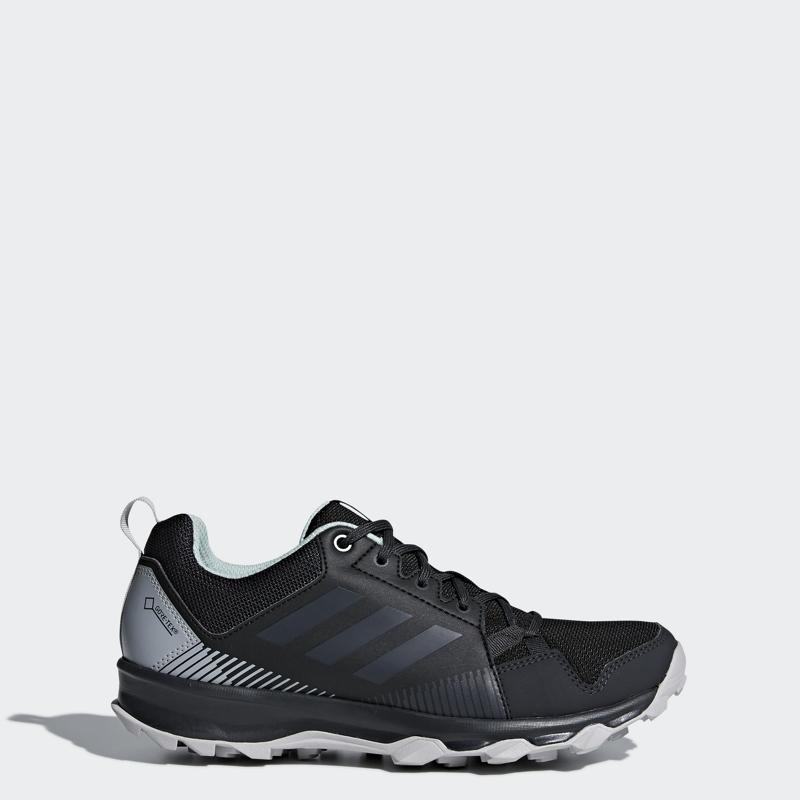 New York velkoobchodní prodejna velké množství modelů adidas