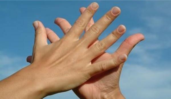 Riflessologia-massaggio alle mani