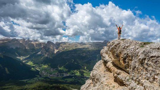 montagna persona sulla cima