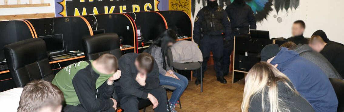 """Міжнародний шахрайський колл-центр """"накрили"""" в Чернігові"""