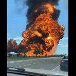 "В Техасе ""взлетел на воздух"" танкер-заправщик: момент впечатляющего взрыва сняли на видео"