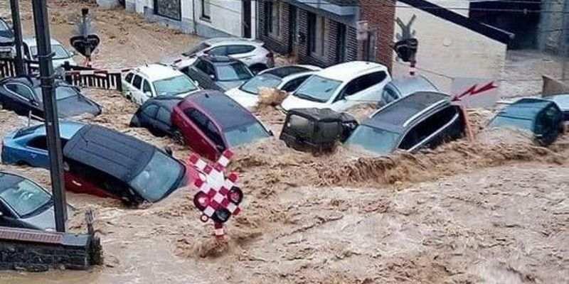 Улицы превратились в реки: Бельгию затопило второй раз за 10 дней (фото, видео)