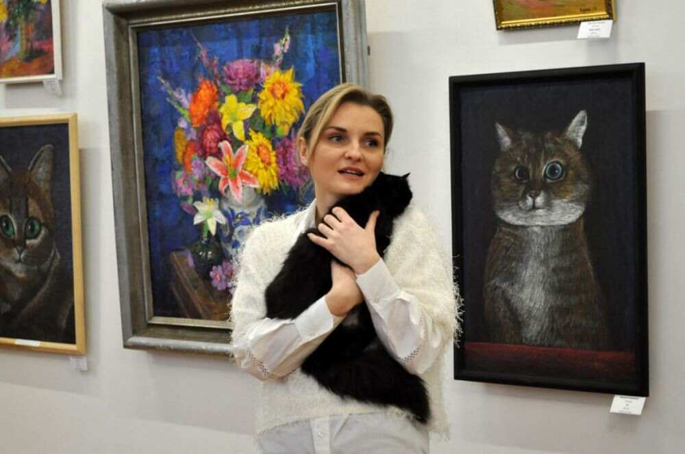 Квіти та коти: у Черкасах відкрили виставку