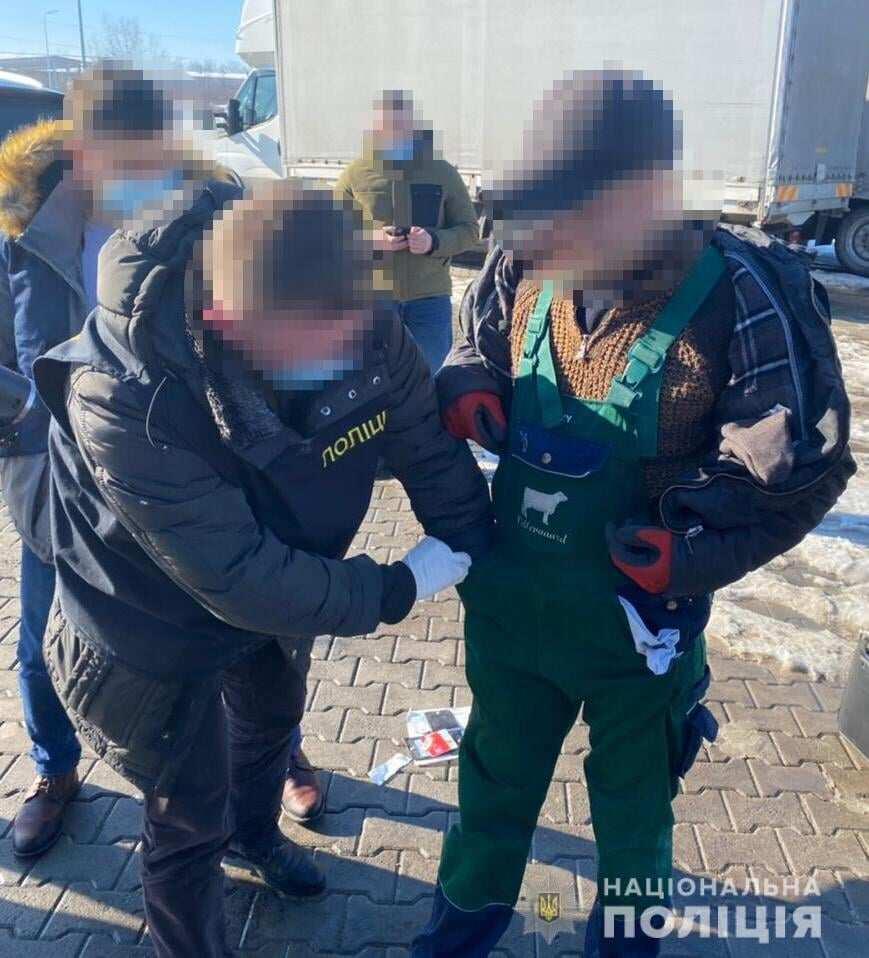 Франківська поліція впіймала на хабарі керівника відділу держекоінспекції (ФОТО)