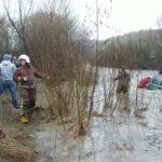 На Прикарпатті автівка злетіла у річку