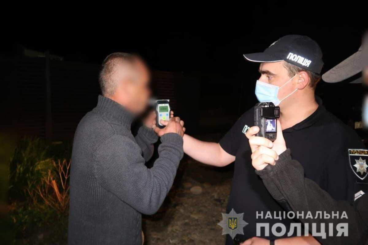 У селі на Долинщині п'яний чоловік посеред вулиці зчинив стрілянину (ФОТО)