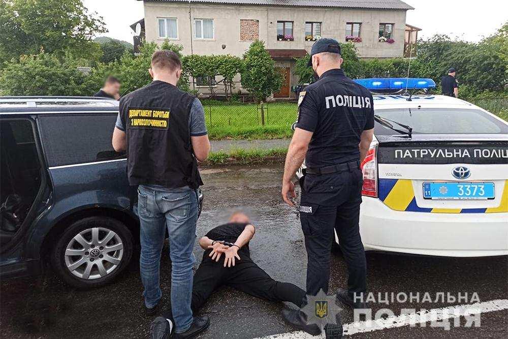 На Прикарпатті спіймали ділків, які організували наркобізнес (ФОТО)