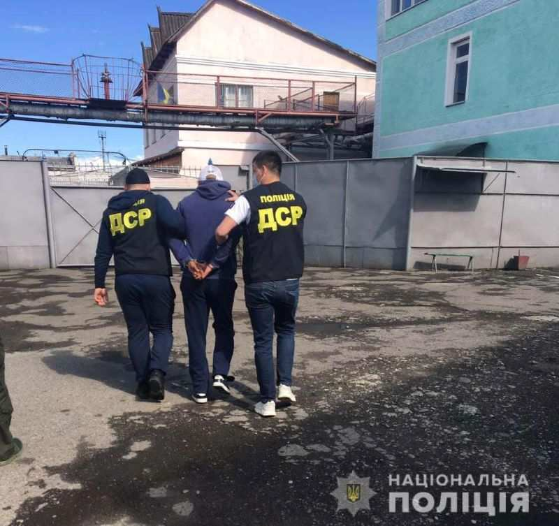 У в'язниці на Прикарпатті кримінальний авторитет змушував засуджених до непокори