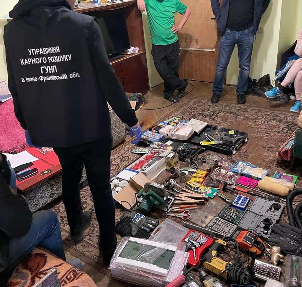 Поліція затримала двох калушан, які пограбували шість квартир і магазинів