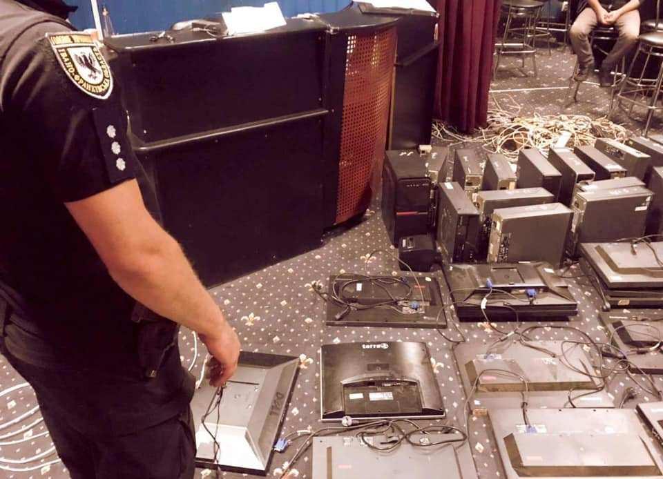 На Прикарпатті поліцейські прикрили ще кілька гральних клубів (ФОТО)