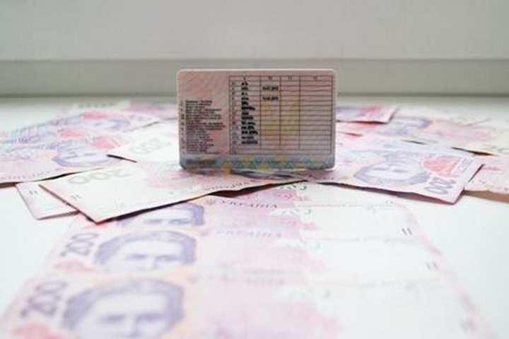 На Прикарпатті суд оштрафував водія за їзду з роздрукованим на принтері посвідченням