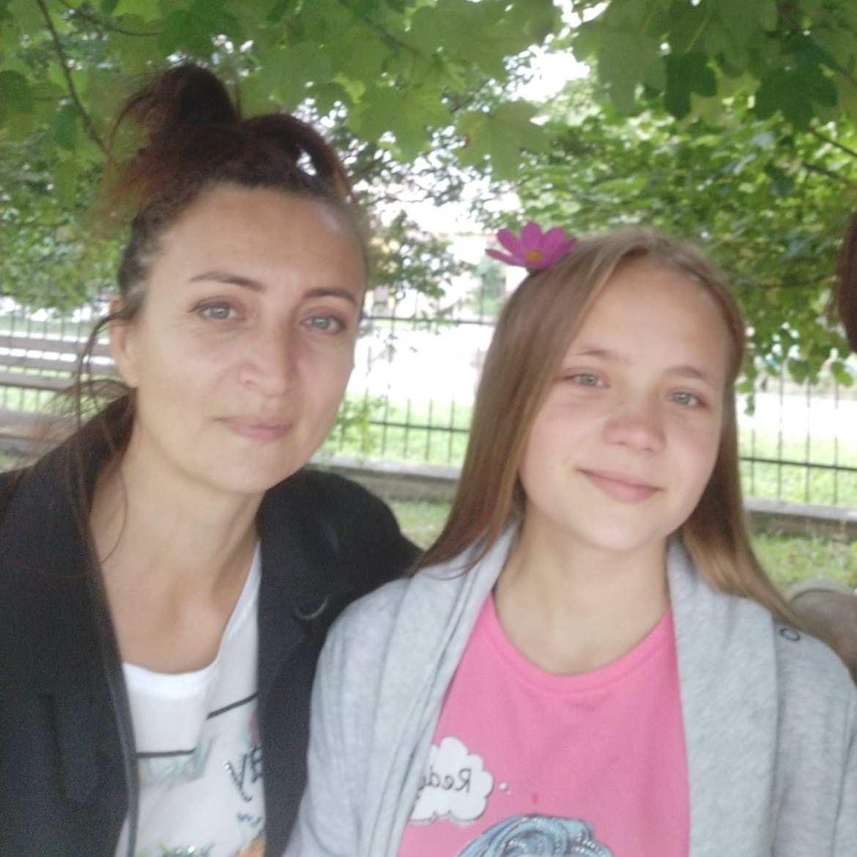 Терпить біль день і ніч. 12-річна Ліза з Городенківщини потребує негайної операції на хребет