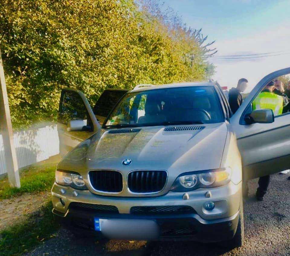 Прикарпатські поліцейські зупинили BMW за порушення ПДР – знайшли боєприпаси
