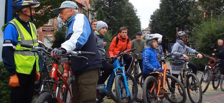 У Надвірній відбувся велотур визначними місцями громади
