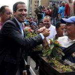 Гуайдо подписал указ президента о разблокировании границ и доставке в Венесуэлу гумпомощи из США